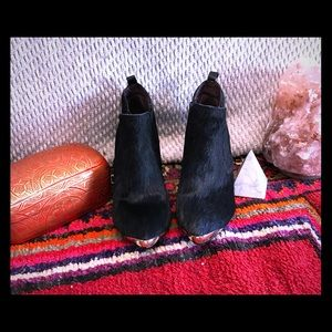 Report Signature fur booties. Like new condition.